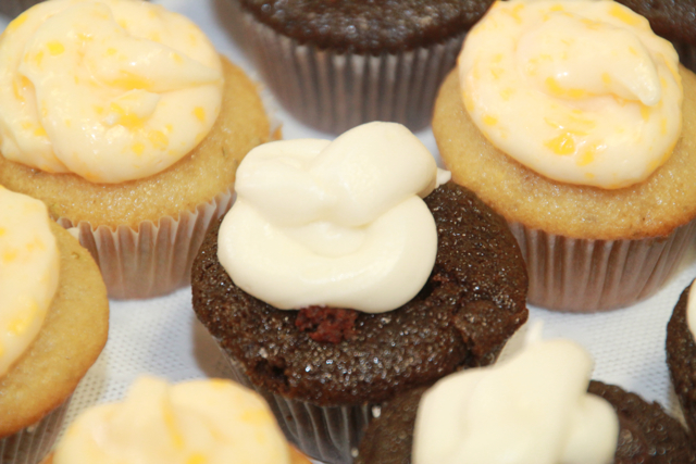 GANACHE-FILLED GUINNESS CHOCOLATE CUPCAKES WITH BAILEY'S IRISH CREAM FROSTING (2/2)