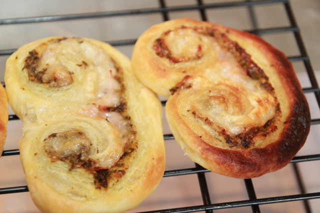 HAM AND CHEESE SCROLLS (1/5)