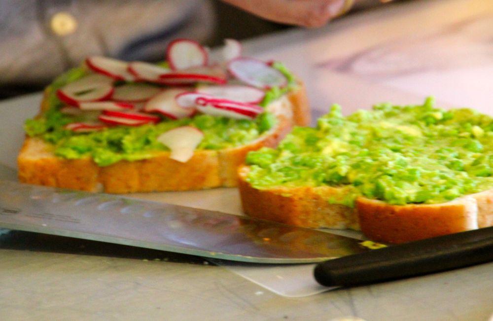 TEA SANDWICHES - AVOCADO-GREEN PEA SPREAD (3/3)