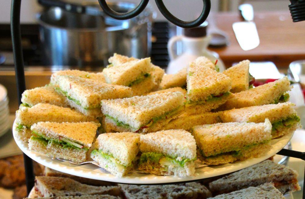 TEA SANDWICHES - AVOCADO-GREEN PEA SPREAD (1/3)